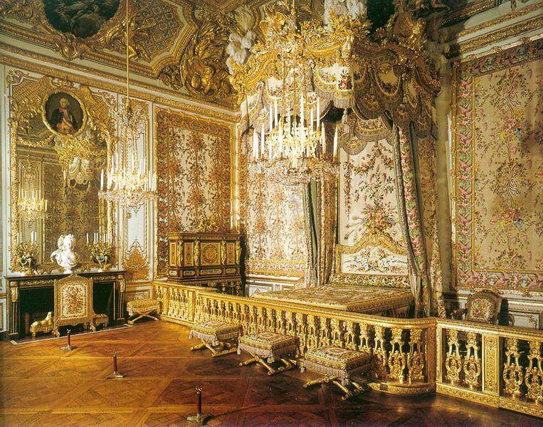 قصر فرساي الفرنسي الشهير || Attachment